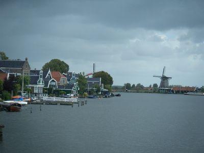 5908915-Windmills_of_Zaanse_Schans_Amsterdam.jpg