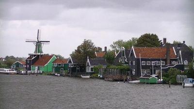 5908917-Windmills_of_Zaanse_Schans_Amsterdam.jpg