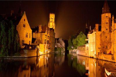 5964393-Brugge_at_night_by_aussirose_Brugge.jpg
