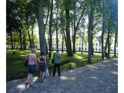 710264396087233-Walking_thro..gge_Brugge.jpg