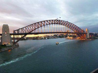 7714791-Sydney_Harbour_Bridge_By_Aussirose.jpg