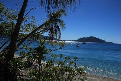 Beautiful_Fitzroy_Island.jpg