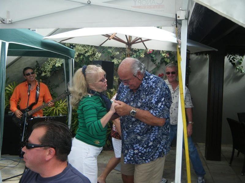 Stephanie and Gerry enjoy Deja vu Restaurant - Airlie Beach