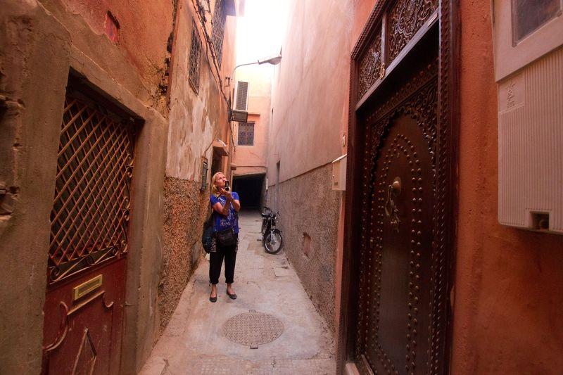 aussirose walks the alleyways in Marrakech Medina - Marrakesh