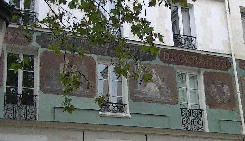 Architecture in Paris - Art on buildings