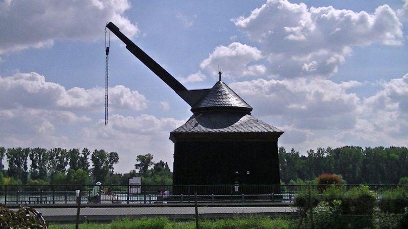 Old transport crane - Oestrich-Winkel by aussirose - Oestrich-Winkel