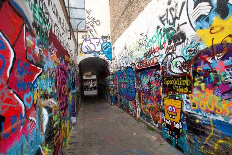 Graffiti street Werregarenstraat Gent by aussirose