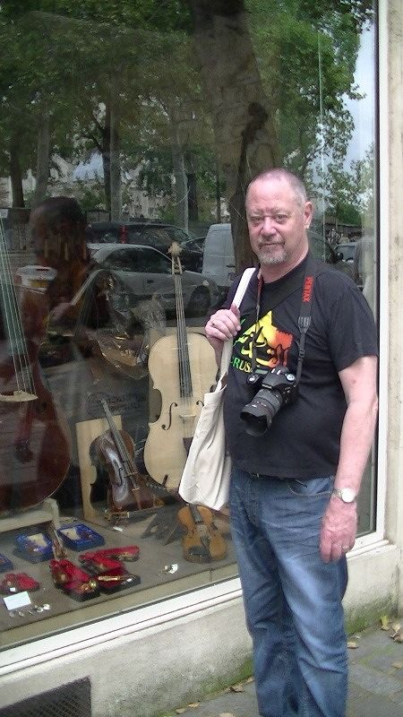 stevemt checks out the price of violins in Paris