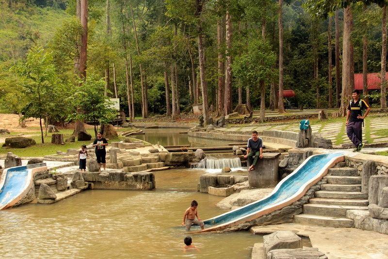 DaHongHua shows aussirose a local National Park - Penang