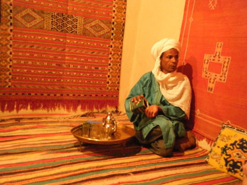 aussirose visits a local carpet maker in Tinghir - Morocco