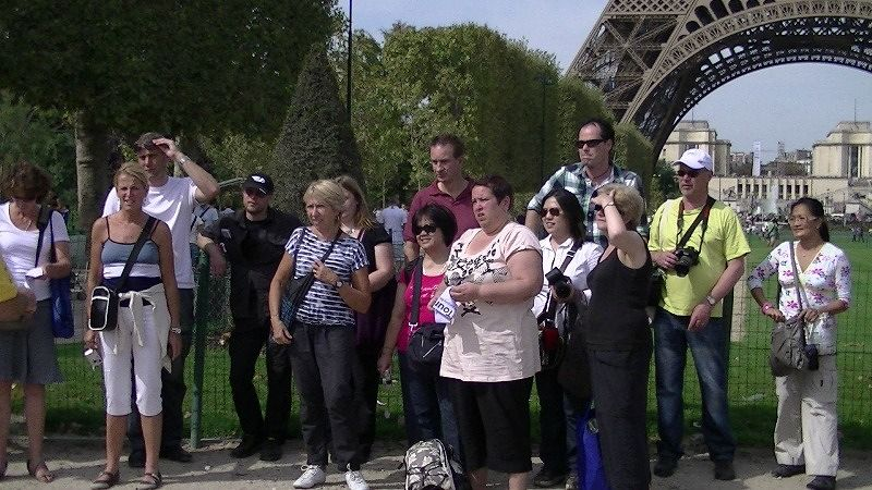 Take 6 of group pic - Eiffel Tower Paris vt meet