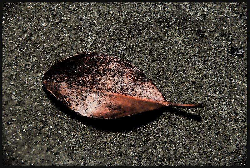 Cape Trib - Topaz Vintage Leaf
