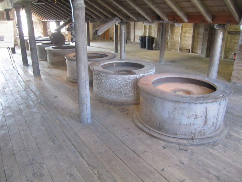 The eight silent millstones