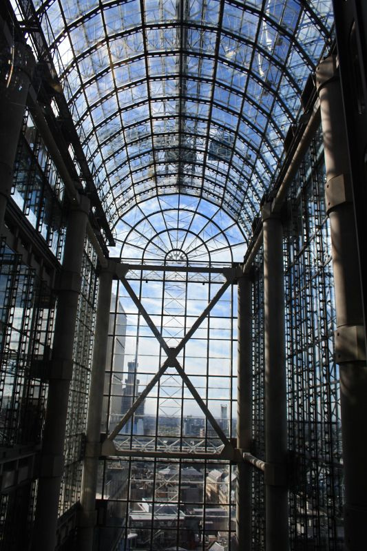 Barrel vaulted glass roof