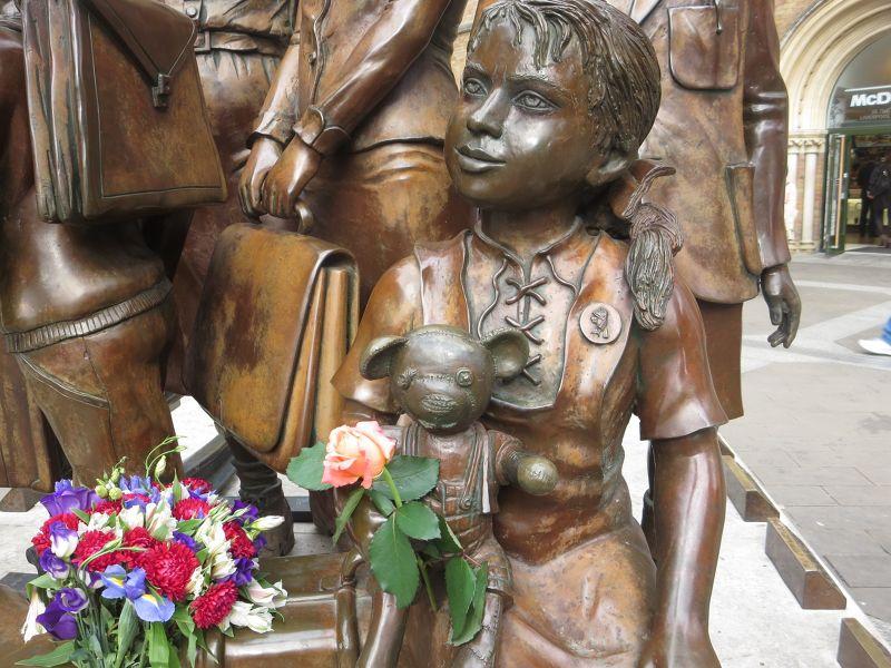 Kindertranport Statue