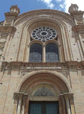 6468763-Main_facade_Cuenca.jpg