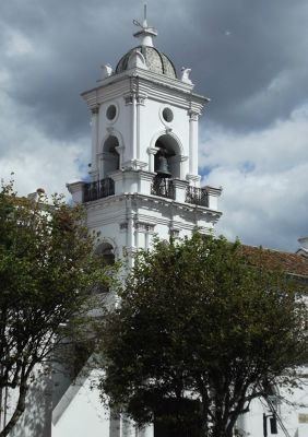 6468773-Old_cathedral_Ecuador.jpg