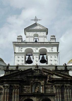 6468993-Santuria_de_El_Guapulo_Quito.jpg