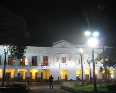6469011-Archbishops_Palace_Quito.jpg