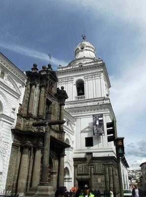 6469019-Iglesia_San_Agustin_Quito.jpg
