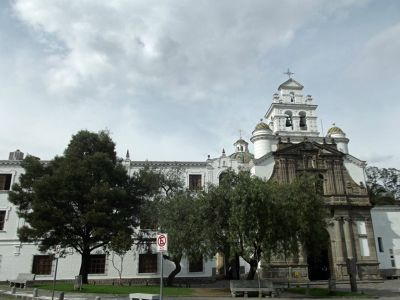 6469032-Santuria_de_El_Guapulo_Quito.jpg