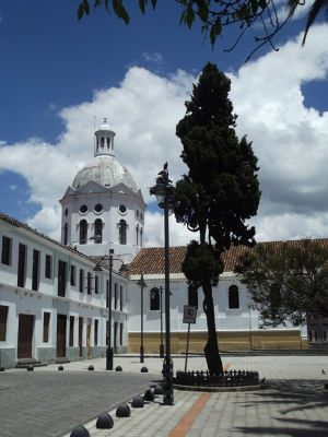 6515430-Plaza_San_Sebastian_Cuenca.jpg