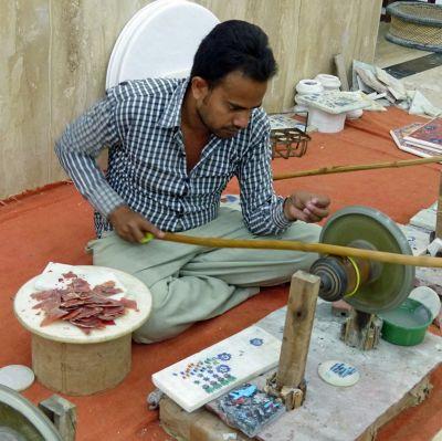 7523472-Shaping_the_stones_Agra.jpg
