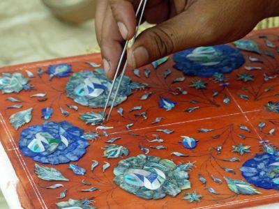 7523473-Piecing_together_the_flowers_Agra.jpg