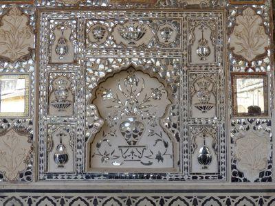7526167-Sheesh_Mahal_detail_Amer.jpg