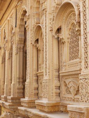 7536647-In_the_old_town_Jaisalmer.jpg