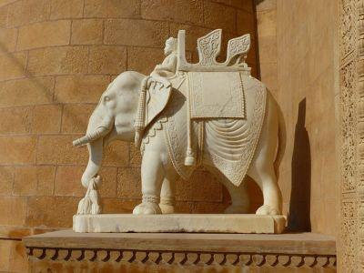 7536727-By_the_gate_Jaisalmer.jpg