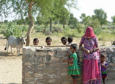 7536736-Local_children_Jaisalmer.jpg