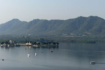 7553605-View_from_Chandra_Mahal_Udaipur.jpg