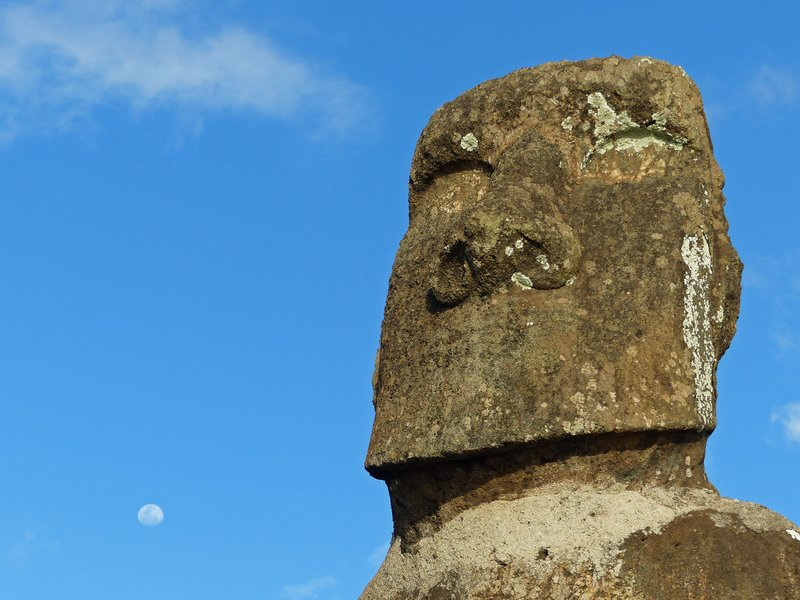 Moai by moonlight