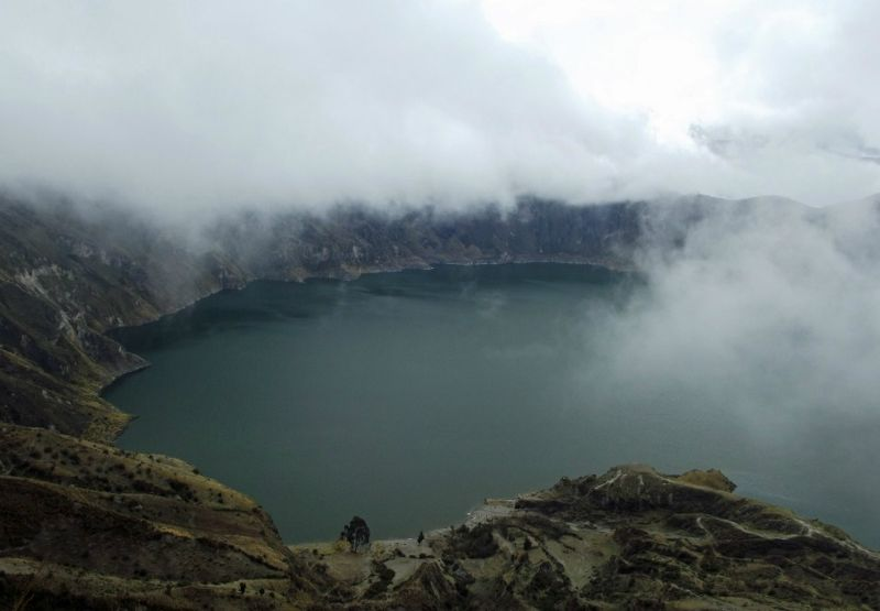 large_181587856508733-Clouds_desce..a_Quilotoa.jpg