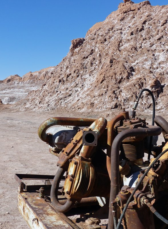Old mining machinery, Valle de la Luna