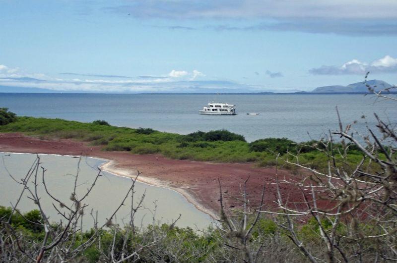 large_6444788-Angelito_beach_and_lagoon_Isla_Rabida.jpg