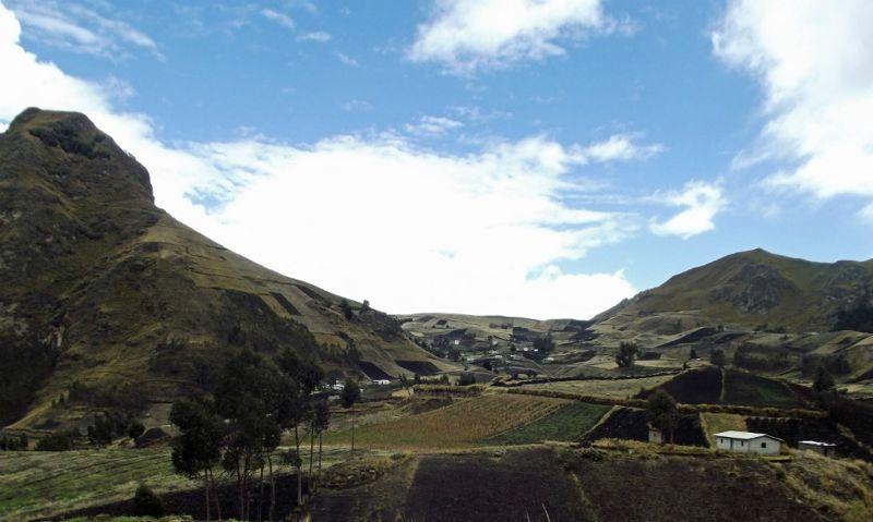 large_6468754-Landscape_near_Quilotoa_Ecuador.jpg