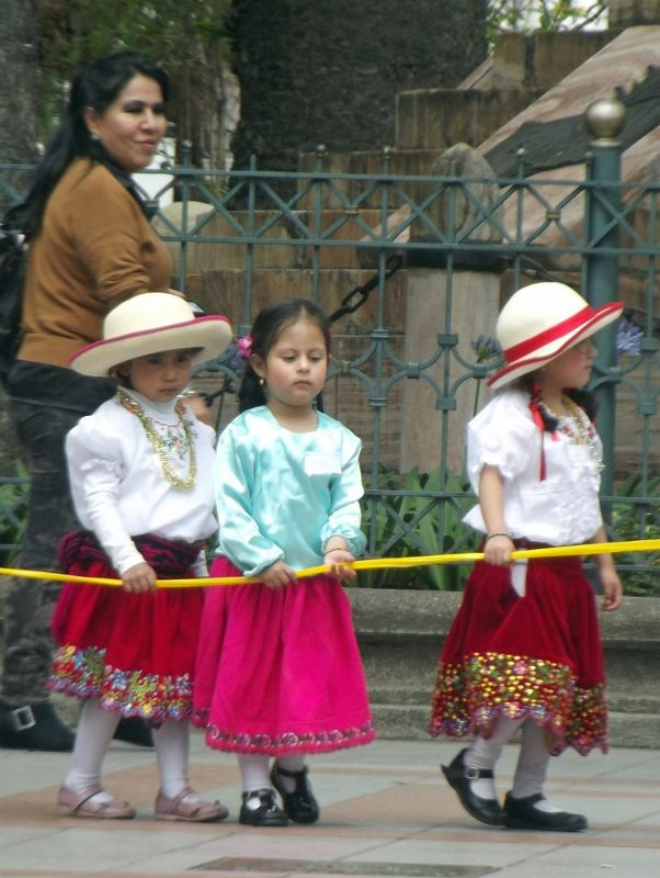 Two plaits, straw hats - Cuenca