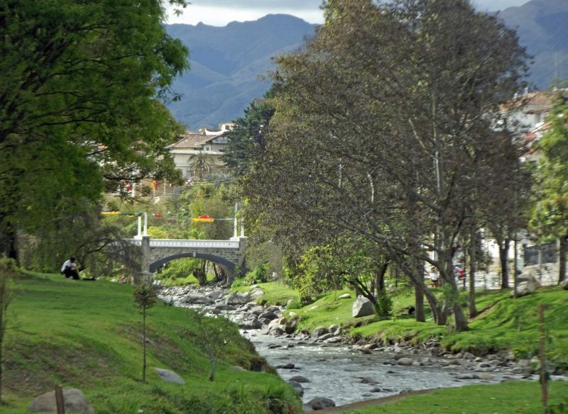 large_6468833-Rio_Tomebamba_Cuenca.jpg