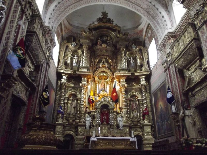 large_6469059-Altar_La_Merced_Quito.jpg