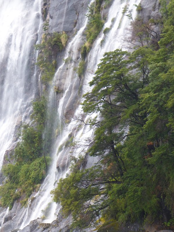 Falls emptying into Lago Todos los Santos