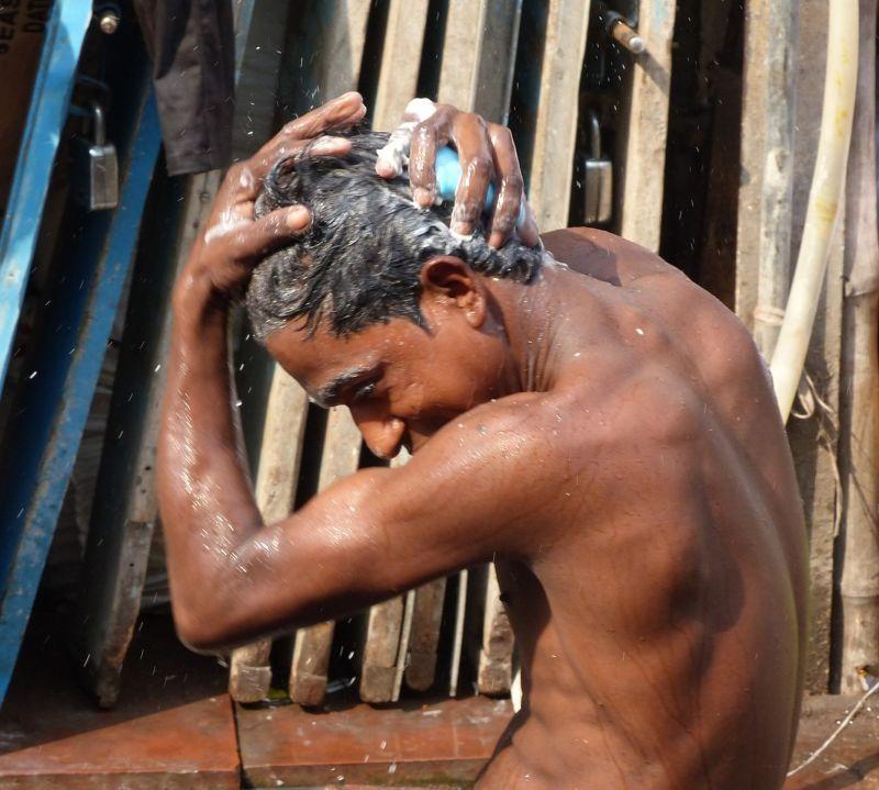 Life on the streets: washing - Delhi