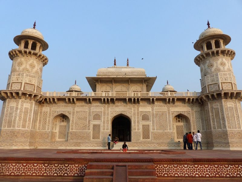 large_7524264-Seen_from_the_river_Agra.jpg