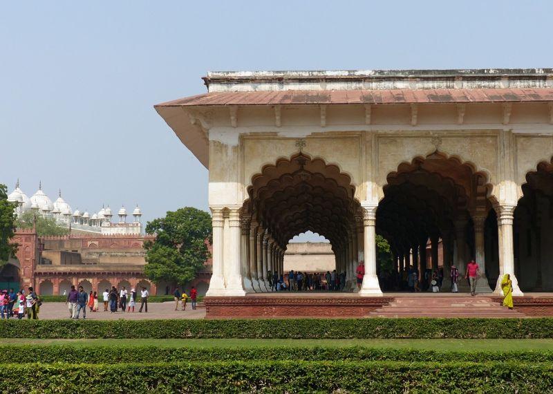 large_7524285-Diwan_i_Aam_Agra.jpg