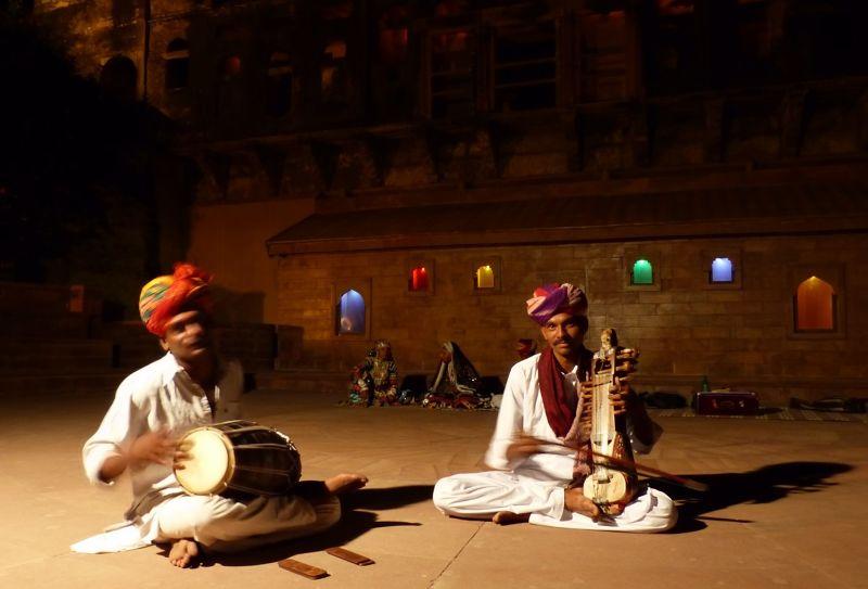 Musicians at Khimsar Fort hotel - Khimsar