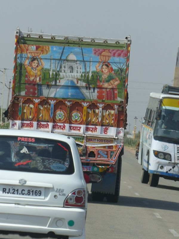 Colourful truck - on the road to Jaisalmer