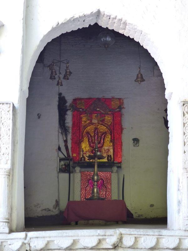 Hotel's shrine - Rawla Narlai