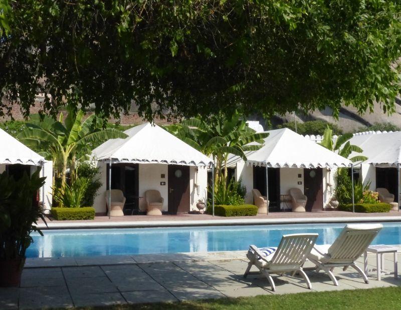 Hotel pool - Rawla Narlai