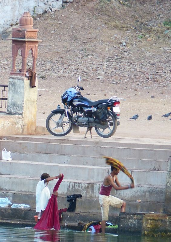 Clothes washing - Bundi